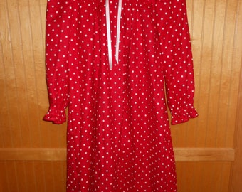 Size 8 nightgown red
