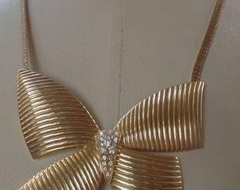 Vintage 1970's Large Gold Tone Bow Necklace