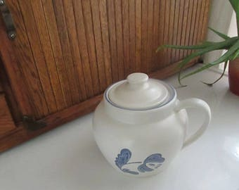 Yorktowne Bean Pot - Pfaltzgraff Stoneware with Blue Folk Art Flowers – One Handle Bean Pot - Vintage Pfalztgraff Pottery Dinnerware