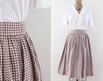 Vintage 1960s Skirt - 60s Gingham Skirt - Size Small - Brown & White - Embroidered Skirt - vintage knee skirt