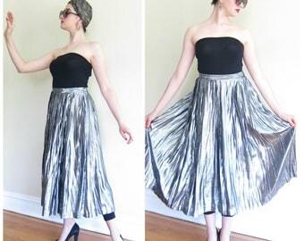 Vintage 1970s Silver Lamé Pleated Skirt / 70s Metallic Disco Maxi Skirt Evan Picone / Medium