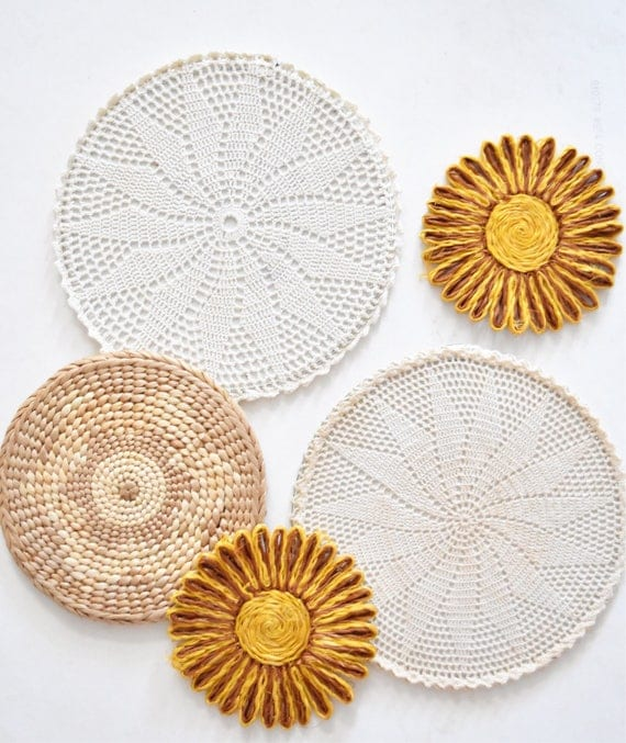vintage set of 5 woven straw wall baskets trivets and crochet doilies