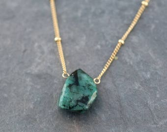 Natural Emerald Necklace, Raw Stone Necklace, Gold Satellite Chain, Rough Gemstone Nugget, Layering Necklace, May Birthstone Gift for Her