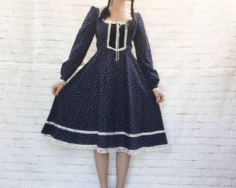 Vintage 70s Gunne Sax Calico Navy Floral Peasant Prairie Midi Dress M Lace Trim Pockets Lace-Up