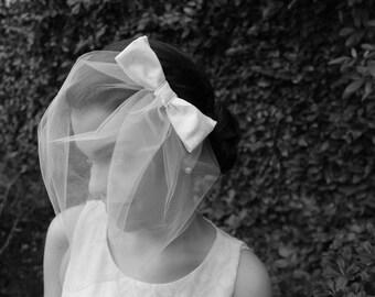 Birdcage Veil Comb with Bow, Bird Cage Wedding Veil, Off-White Birdcage Veil Tulle, Short Veil, Bridal Veil, Bridal Head Piece, Blusher Veil