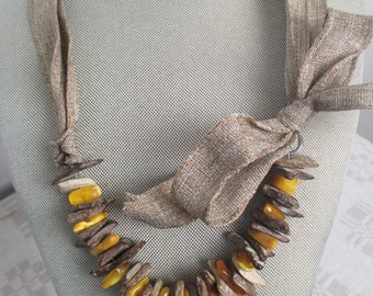 AMBER & WOOD Necklace with BOW