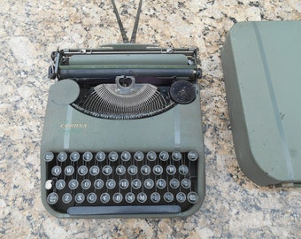 Vintage L. C. Smith Corona Zephyr Typewriter Metal Body with Case Working Condition Industrial Literary Wedding Centerpiece Photo Prop