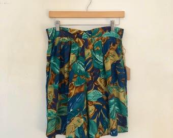 """Vintage Rayon Shorts / 30-34 """" Waist / Floral Shorts"""