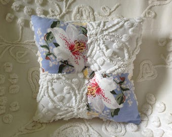 NEW...Pillow Vintage White Cabin Crafts Chenille and Floral on Blue...11 x 11""