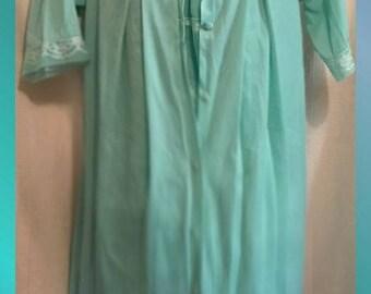 Vintage Henson Kickernick Nightgown Set