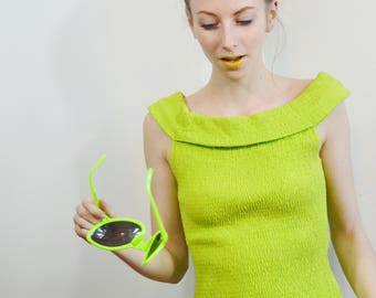 Funky 90s Style Neon Green Ruched Stretchy Off the Shoulder Type Tank Top Vtg aesthetic fun fashion!