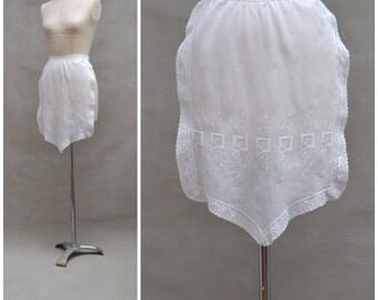Vintage half Apron, 1920s / 30s / 40s white cotton maid / waitress apron, white work embroidery and lace detail, Nippie / Teahouse apron