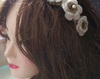 Beautiful vintage hair comb accessory with three crochet and jewel flower centrepieces cabochons. Eye catching, unique.