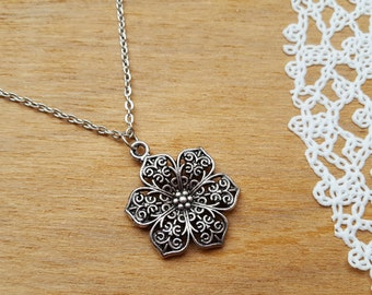 Vintage style Necklace with Pendant Flower, Boho Necklace, Flower Necklace