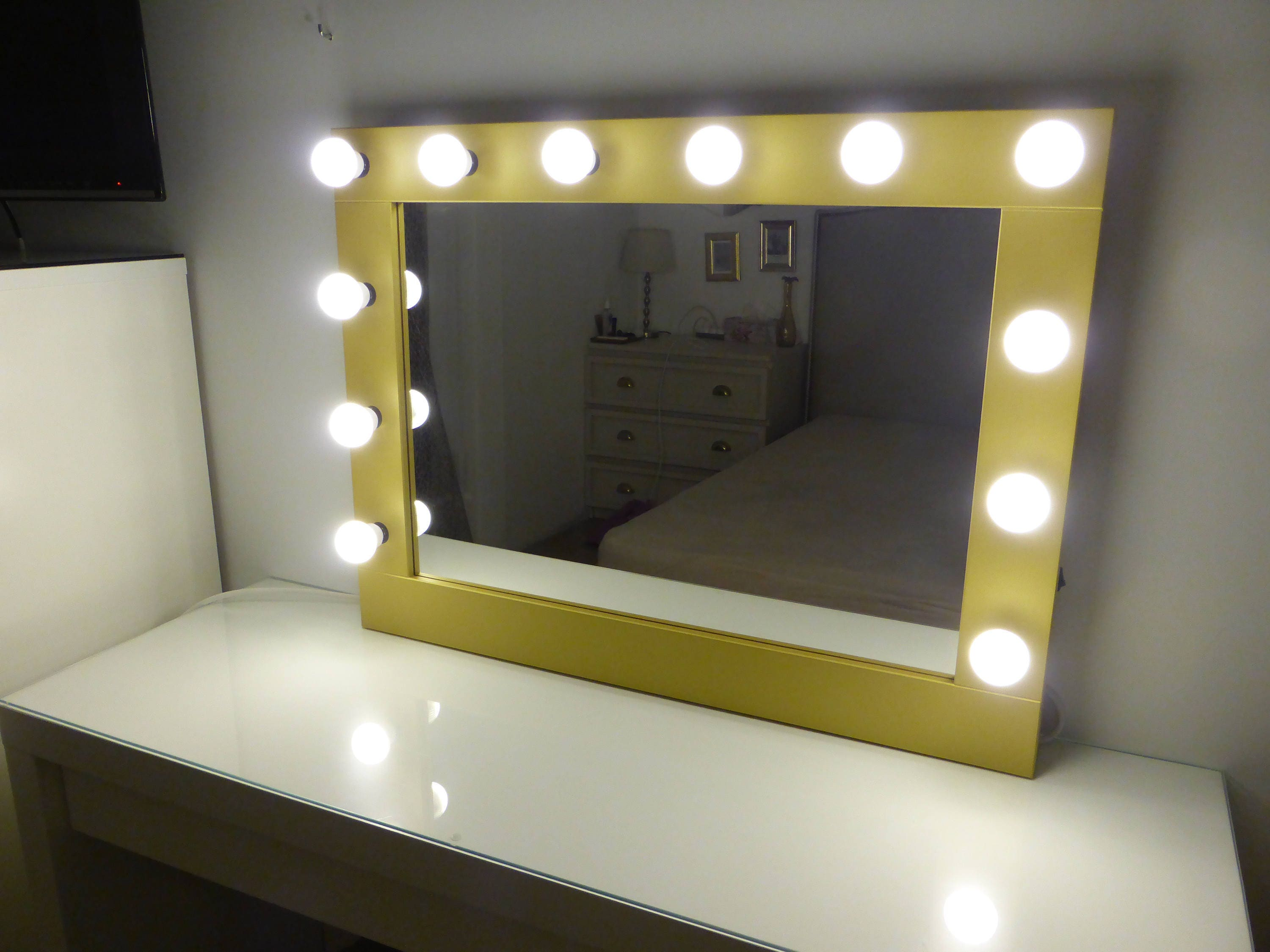 hollywood mirror with lights vanity mirror lighted makeup. Black Bedroom Furniture Sets. Home Design Ideas