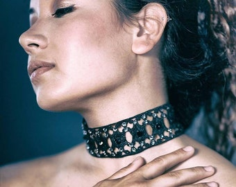 Luxe choker in black lace and swarovski, lace choker, venice lace, handmade jewelry, gift ideas, lace jewelry, made in italy,