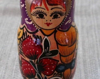 Wooden nesting dolls - Matreshka