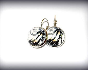 Earrings round black pumps