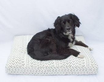 Mudcloth Dog Bed // Medium // black & white bohemian shibori pet bed pillow