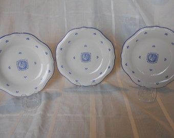 "Pfaltzgraff ""Maison Blue"" 9"" luncheon plate - set of 3 (Made in USA) Blue rooster in the center"