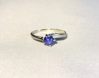 Beautiful Vintage Blue Star Sapphire Ring - 10K Gold - Size 6 - 1970s