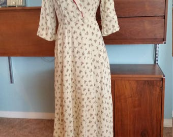 1940's Forties Maxi Wrap Dress. Cream floral. Red scallop collar.  Long dress. Size Small.