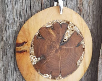 Juniper wood pendant. Juniper wood with oak inlay. Natural style necklace. Wood art.Natural oak branch and crushed shells inlay.