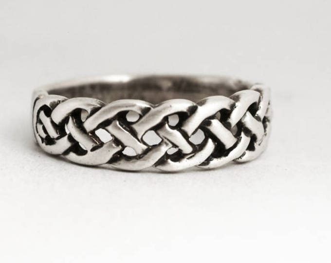 Small Celtic Ring, Vintage Sterling Silver Celtic Knot Toe Ring, Unique Sterling Silver Band Ring, Size 4, Pinky Ring, Gift for Her (V6948)