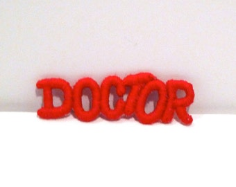 Doctor Patch 1970s Vintage Red Letters embroidered patch Cute Word Spelled Out Applique Text Retro Small Fabric Patch Sewing Plattermatter