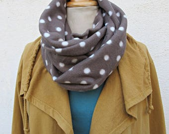 fleece snood taupe with white dots
