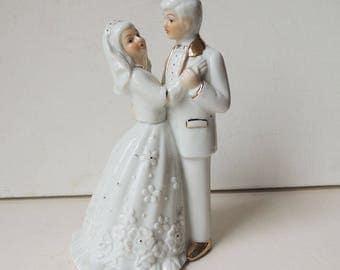 Bride & Groom Figurine  Leonard Collection Fine Porcelain Cake Topper Wedding Gift