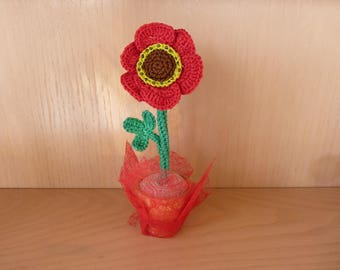 Poppy in his pot in terracotta, home decor, artificial flower, amigurumi crochet
