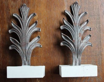Handmade Antique Style Distressed Silver Toned Painted Metal Finial Bookends