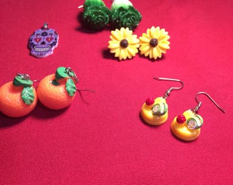 Lot of 5 kitsch jewelry pieces earrings and pendant fruit veggies flower mexican skull