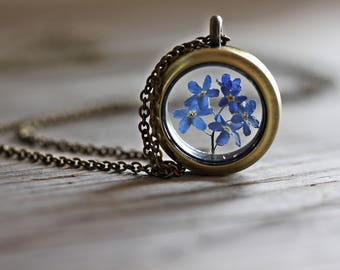 Medaillon natural  forget- me- not flowers