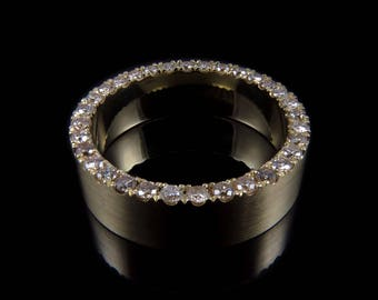 Handmade 9kt gold ring set with champagne diamonds