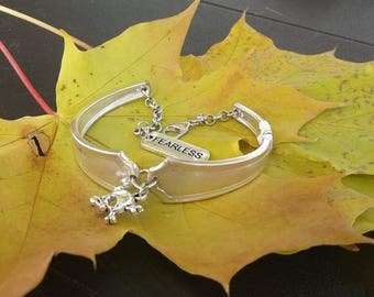 Bracelet w/Skull and Crossbones and FEARLESS charm