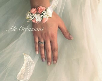 Multifloreali bracelets for brides, bridesmaids and wedding invite