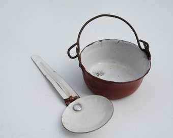 Vintage 1900 lot of a doll pan and dipper /doll's kitchenware/miniature pan