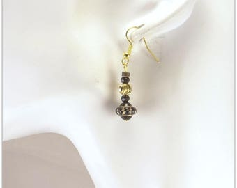 Black and gold earrings, black glass beads and gold plated metal - pierced Version - 123Pierres jewelry