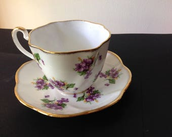 Salisbury Ruffled Teacup with Violets and Gold Trim
