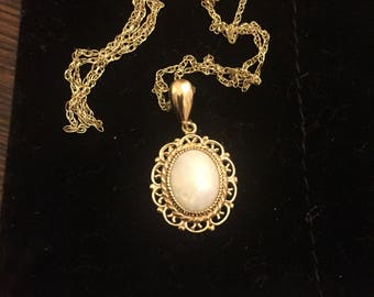 Vintage 9ct gold opal pendant and chain