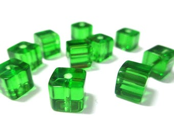 10 green glass 6x6mm square beads