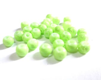 20 Apple green beads cracked glass 4mm