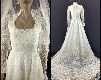 Vintage 1980s Spanish Style Lace Wedding Gown w/ Cathedral Train by Bridallure 80s White Wedding Dress Tiers of Lace Size 6 Small Medium