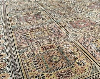 "Vintage 1960-1970s Exclusive 6'4""×9'6""ft Muted Dyes Hittite Patterned Rug"