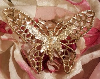 Sarah Coventry Madame Butterfly Intricate Gold Tone Brooch Pin   Vintage 1971  Wonderful Condition