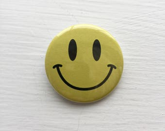 "1.5"" Yellow Smiley Face Button"