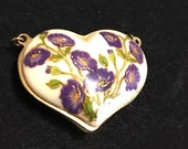 Delicate and beautiful cloisonne pendant vintage and precise