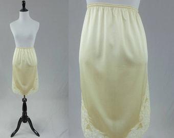 70s Cream Half Slip - Lace Trim - Scalloped Edges - Sears Skirt Slip - Vintage 1970s - S